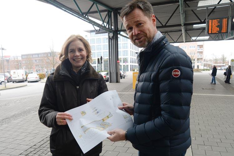 Gabriele Nießen und Dr. Norbert Korallus stellten heute die Pläne für die neue Fernbushaltestelle in Oldenburg vor.