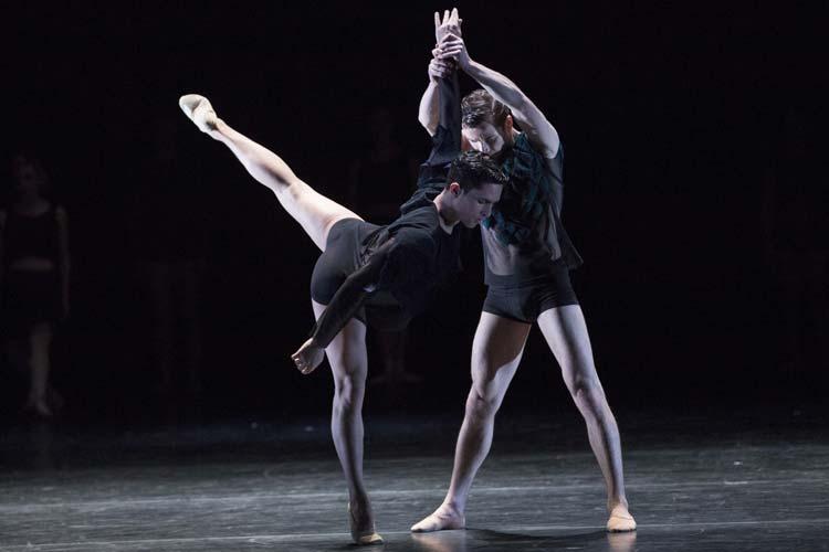 Als Uraufführung von Antoine Jully ist im Oldenburgischen Staatstheater ab 5. März Generation Y zu sehen.