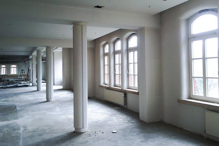 Großzügige Raumflucht im zweiten Obergeschoss des Lern- und Informationszentrums in der Landesbibliothek Oldenburg.