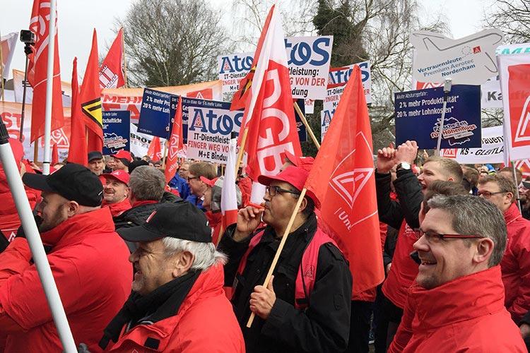 Vor den Weser-Ems Hallen fand die Kundgebung zur ersten Runde der Tarifverhandlungen statt.