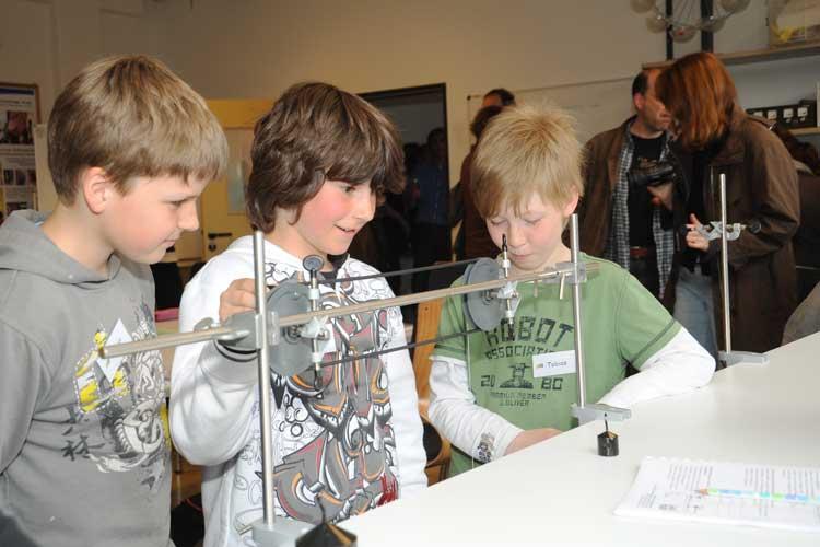 Kinder von zehn bis 14 Jahre können im Schülerlabor physiXS an der Universität Oldenburg experimentieren.