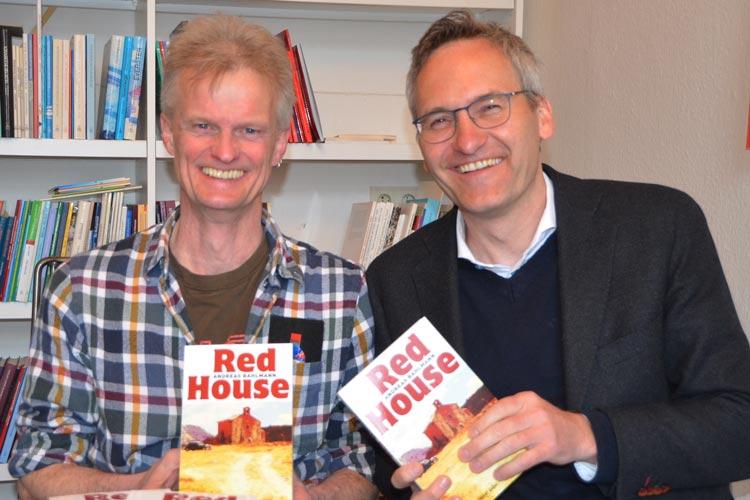 Andreas Bahlmann und Florian Isensee stellten das Buch Red House vor.