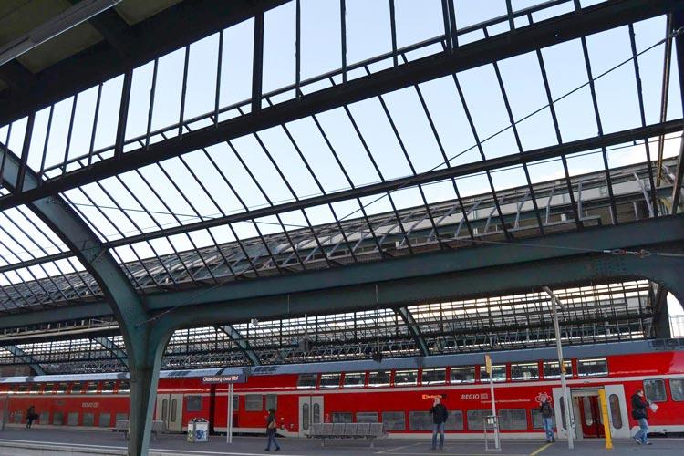 Die DB Regio empfängt die Fahrgäste des Regionalexpresses auf der Strecke Hannover-Bremen-Oldenburg-Norddeich mit einem LichtKlang-Konzept.