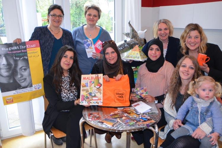 Acht Frauen gaben den Startschuss für das Projekt Elterntalks in Oldenburg: Simone Zanjani, Larissa Kaschuba, Petra Bremke-Metscher, Claudia Blohm sowie Nina Hachemane, Nadine Bekkari, Alia May und Lina Catina Grimm.
