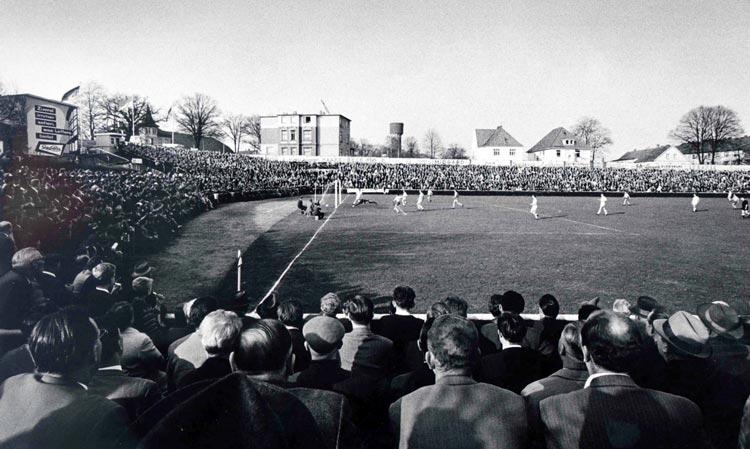 Die Hölle des Norden, das VfB Oldenburg-Stadion in Donnerschwee, 1960er Jahre.
