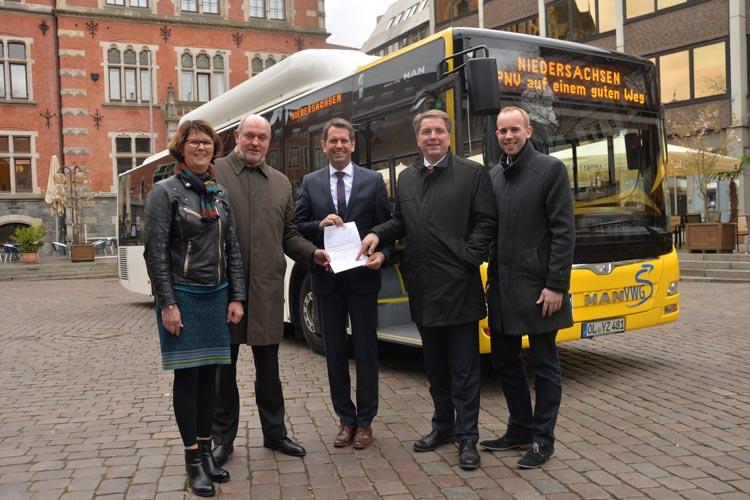Der niedersächsische Verkehrsminister Olaf Lies hat einen Bewilligungsbescheid über 1,1 Millionen Euro an die VWG in Oldenburg übergeben.