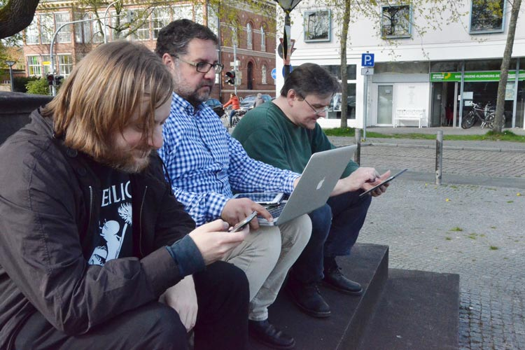 Gemeinsam mit Freifunk Nordwest stellt der Grünen-Bundestagsabgeordnete Peter Meiwald freies WLAN am Oldenburger Friedensplatz zur Verfügung.