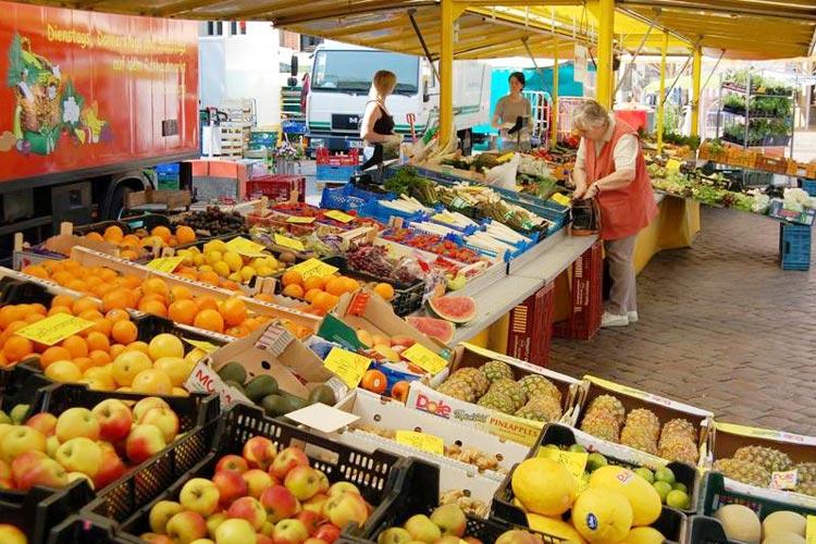 Auf den Oldenburger Wochenmärkten auf dem Rathausmarkt und dem Pferdemarkt findet ein Frühlingsfest für den guten Zweck statt.
