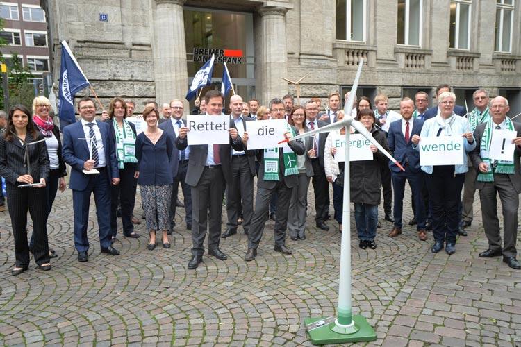 Die Mitarbeiter der Bremer Landesbank aus dem Bereich Projektfinanzierung Erneuerbare Energien beteiligten sich heute an der Warnminute 5 vor 12 in Oldenburg.