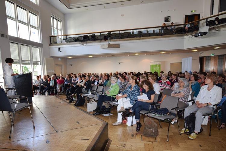 Heute tagten rund 170 Fachkräfte und Ehrenamtler im Kulturzentrum PFL, um sich über die besonderen Probleme von geflüchteten Frauen und Mädchen auseinanderzusetzen.