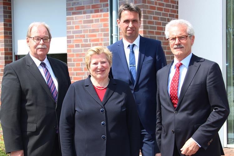 nlässlich des 8. Genossenschaftstages Weser-Ems in Rastede trafen sich Niedersachsens Sozialministerin Cornelia Rundt, die Verbandsdirektoren des Genossenschaftsverbandes Weser-Ems Georg Litmathe und Johannes Freundlieb sowie GVWE-Abteilungsleiter Harald Lesch.