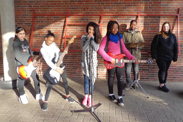 Die Band GirlPower der Schule am Bürgerbusch feiert am Dienstag ihre Premiere beim Festival Is' doch normal, ey! in der Kulturetage Oldenburg.