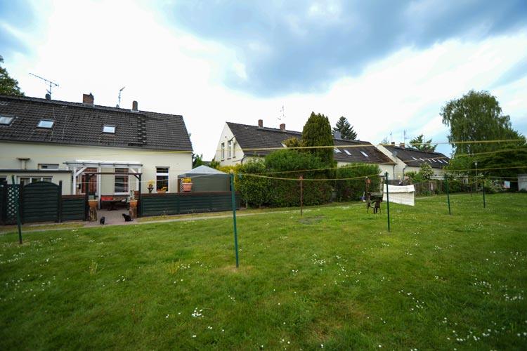 Die Glashüttensiedlung in Osternburg ist eine Wohninsel in der Stadt. Jetzt möchten die Mieter Wohnungen kaufen und sanieren.