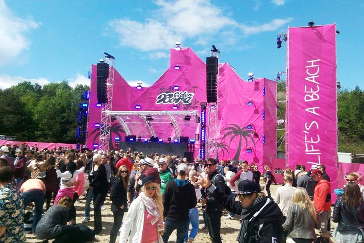 Rund 10.000 Menschen feierten auf der Oldenbora in Nethen