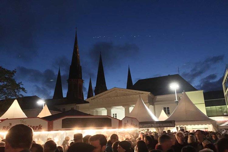 Das 1. Oldenburger Bierfest auf dem Oldenburger Schlossplatz wurde sehr gut besucht.