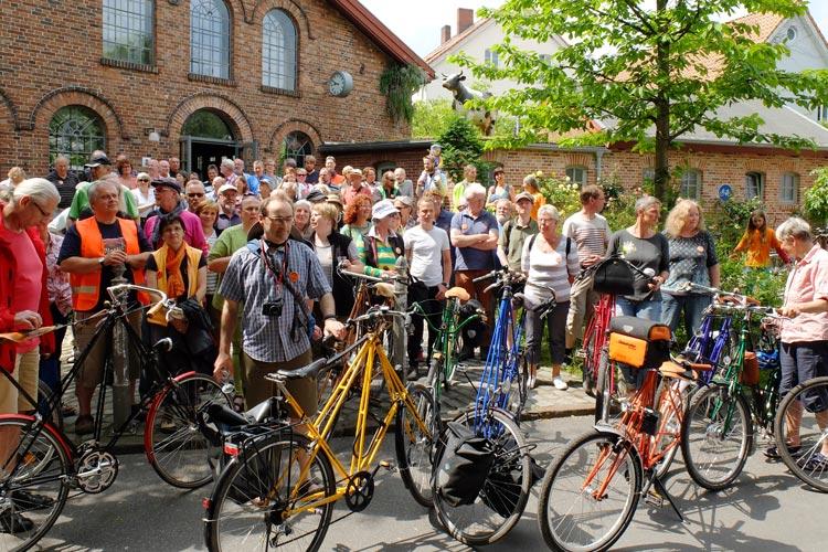 Pedersen-Fahrräder ziehen die Blicke auf sich. Ihre Freunde treffen sich an diesem Wochenende im Bad Zwischenahn.