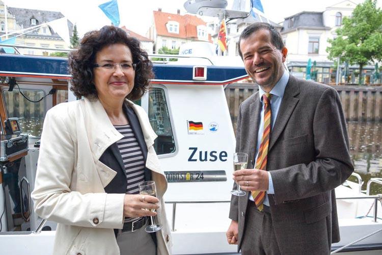 Wissenschaftsministerin Gabriele Heinen-Kljajić mit Bereichsvorstand Prof. Axel Hahn bei der Zuse-Schiffstaufe in Oldenburg.