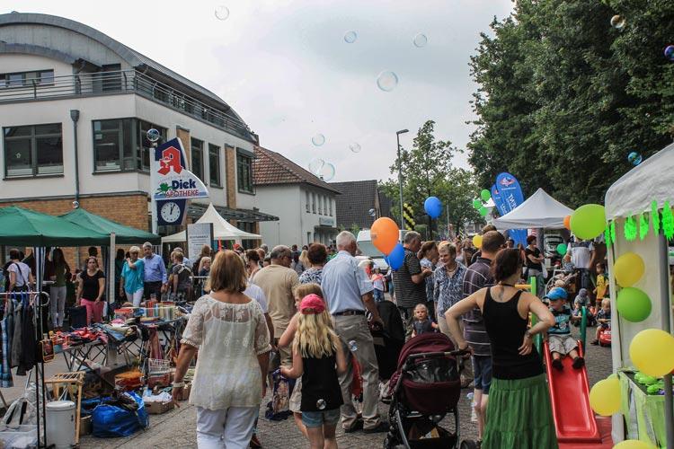 Beim HUGO Straßenfest in Ofenerdiek werden den Besuchern am 19. Juni verschiedene Waren und Aktionen zum Teilnehmen angeboten.