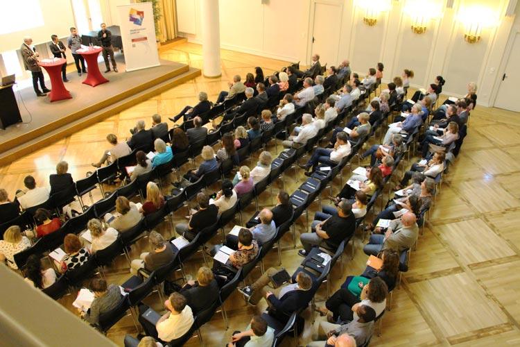 120 Teilnehmer tauschten sich auf der Integrationskonferenz in Oldenburg aus.