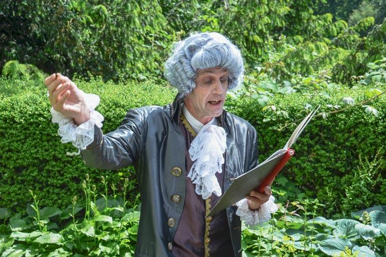 Weltbekannten Literaten zu begegnen und zwar im Oldenburger Schlossgarten – das ist im Juli an vier Kultursommer-Abenden möglich.