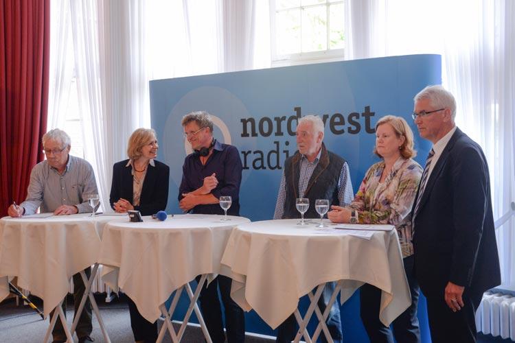 Folker von Hagen, Gabriele Nießen, Moderator Stefan Pulß, Gerald Sammet, Andrea Gebbeken und Egbert Meyer-Lovis diskutierten zum Thema Gleishalle im Fürstensaal.