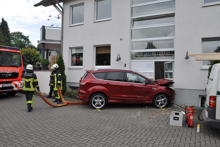 Verkehrsunfall auf dem Largauweg in Oldenburg-Osternburg mit einer lebensgefährlich verletzten Frau.