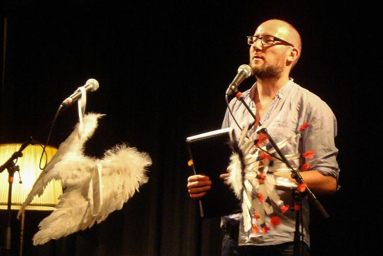 Die nächste Ausgabe des Poetry Slams Fremde Federn präsentieren das Literaturbüro Oldenburg und Mario Filsinger am Freitag, 19. August.