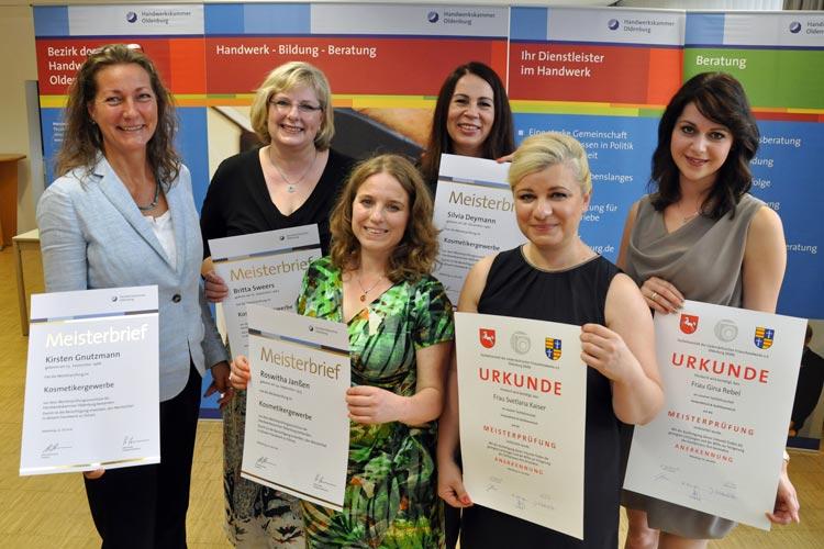 Kirsten Gnutzmann, Britta Sweers, Roswitha Janßen und Silvia Deymann haben die Meisterprüfung für Kosmetikerinnen vor der Handwerkskammer Oldenburg bestanden.