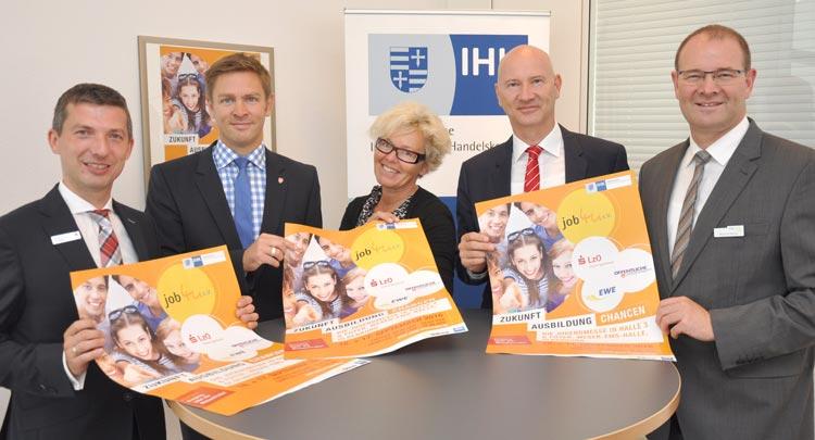 Björn Gribbe, Christian Willers, Iris Krause, Dr. Thomas Hildebrandt und Reinhold Blömer laden zur Ausbildungsmesse job4u ein.