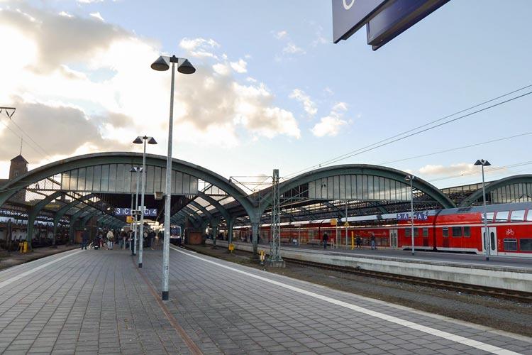 Der Hauptbahnhof in Oldenburg soll ein neues Hallendach bekommen.