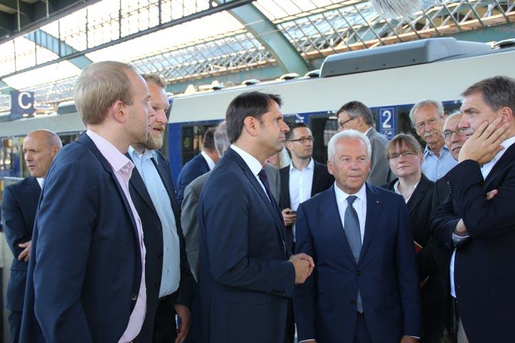 Dennis Rohde, Ulf Prange, Olaf Lies, Rüdiger Grube und Jürgen Krogmann sprachen heute in Oldenburg über die sanierungsbedürftige Gleishalle.