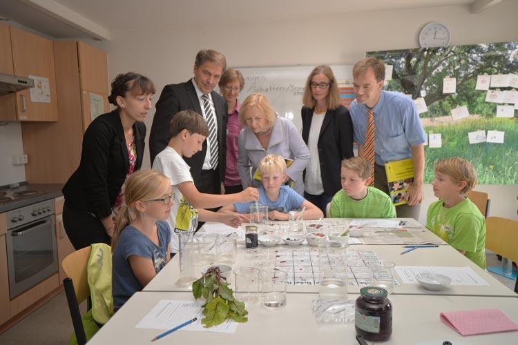 Oldenburgs Kohlkönigin Prof. Dr. Johanna Wanka hat heute ihr Kohlvolk besucht. Es war ihr Wunsch, viel von ihrer Kohlhauptstadt zu sehen.