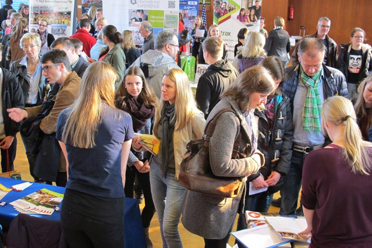 Die 1. JugendBildungsmesse in Oldenburg informiert über Auslandsaufenthalte nach der Schule.