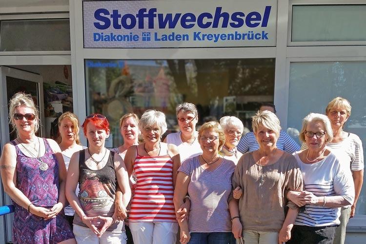 Für die vier Diakonie-Läden in Oldenburg werden dringend ehrenamtliche Helfer gesucht, die die Arbeit unterstützen.