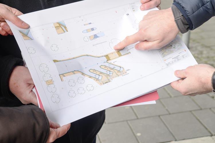 Die Bauarbeiten für die Oldenburger Fernbushaltestelle auf dem Willy-Brandt-Platz beginnen am Montag. Es werden drei Halteplätze errichtet.