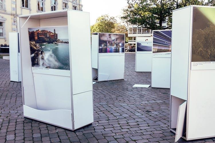 Die Ergebnisse eines Fotowettbewerbs sollten vor dem Oldenburger Schloss gezeigt werden. Dieser Teil der Ausstellung wurde zerstört.