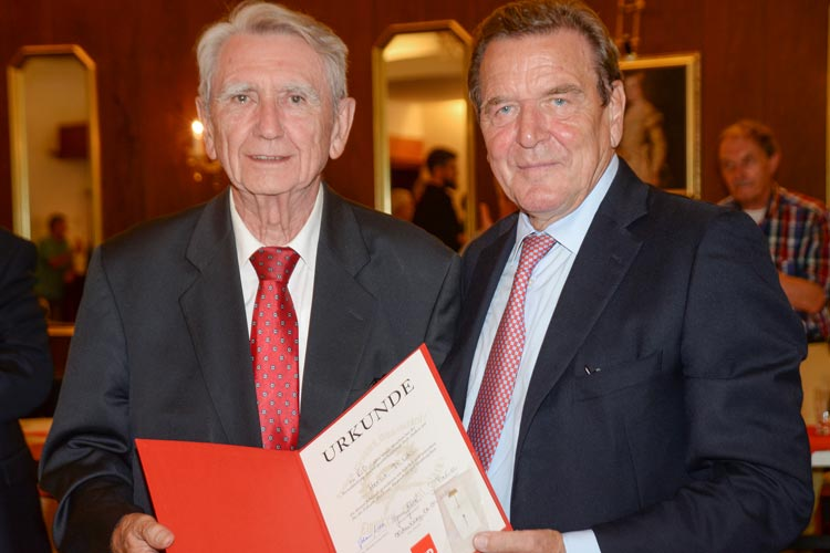 Altkanzler Gerhard Schröder wird am 19. Oktober anlässlich der Eröffnung des Akademischen Jahres zu Gast in der Universität Oldenburg sein.