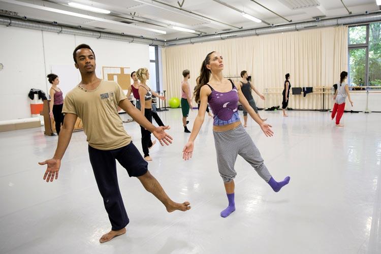 Die BallettCompagnie Oldenburg des Oldenburgischen Staatstheaters hatte kürzlich zu einer BallettWerkstatt in ihren Tanzsaal eingeladen.