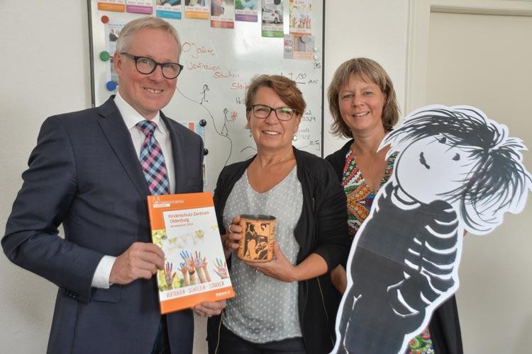 Thomas Feld, Angela Könnecke und Mareike van't Zett wissen, wie wichtig die Arbeit des Kinderschutz-Zentrums Oldenburg für die Region ist.