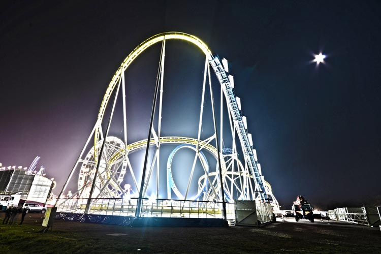"""Die Doppel-Looping-Bahn """"Teststrecke"""" wird das größte Fahrgeschäft auf dem diesjährigen Kramermarkt sein."""