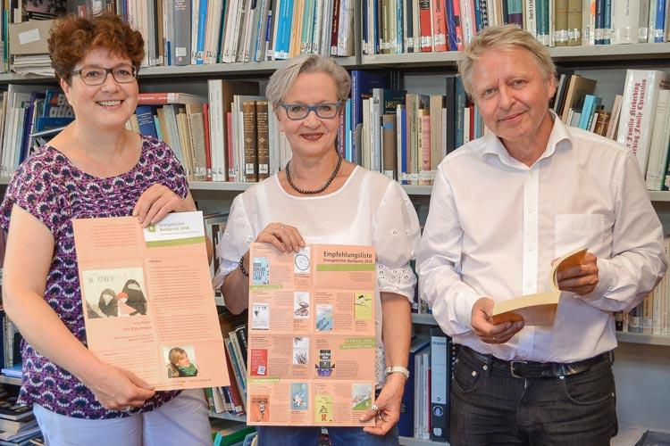 Anne Düser, Margarethe Schöbel und Klaus-Peter Müller haben das Lesefest-Programm, das im Rahmen des Evangelischen Buchpreises in Oldenburg stattfindet, vorgestellt.
