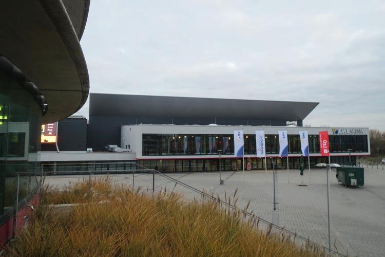 Der Oldenburger Stadtrat hat eine außerplanmäßige Zahlung von knapp 839.000 Euro wegen eines Defizites an die Weser-Ems Hallen bewilligt.