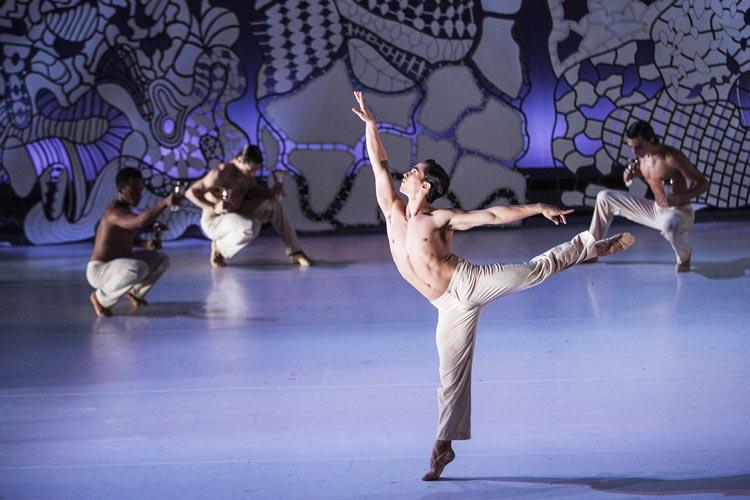 Antoine Jully hat 4 Seasons am Oldenburgischen Staatstheater als Uraufführung auf die Bühne gebracht.