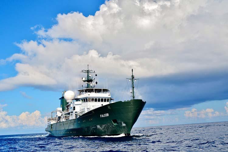 Das Forschungsschiff Falkor beheimatet einen Monat lang Meereswissenschaftler des ICBM.