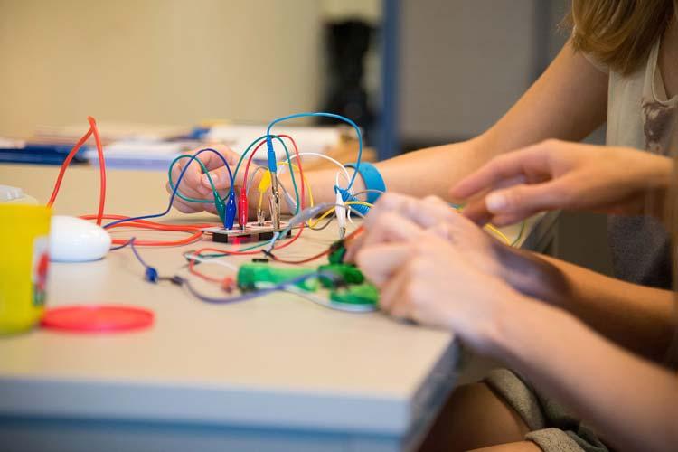 Einen Programmierworkshop für Schüler bietet das Lernlabor Informatik der Abteilung Didaktik der Informatik der Universität Oldenburg an.
