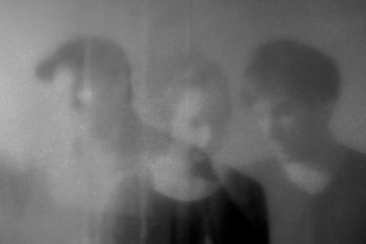 Das Trio Nebelbild (Katrin Windheuser, Lars Kaempf und Hauke Krone) stellt sein Debütalbum in Oldenburg vor.