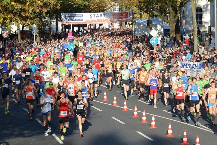 Startschuss des Oldenburg Marathons vor dem Oldenburgischem Staatstheater.