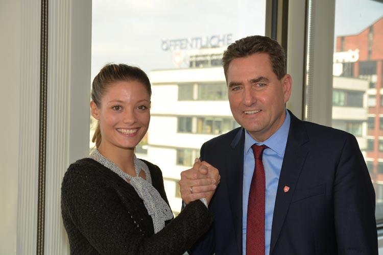 Ruth Spelmeyer und Jürgen Müllender besiegelten in Oldenburg die weitere Partnerschaft.