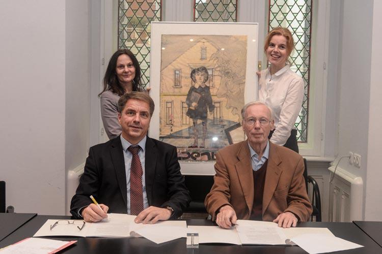 Der Vertrag für den Kunstankauf für das Horst-Janssen-Museum wurde am Mittwoch von Oberbürgermeister Jürgen Krogmann und Dr. Stefan Blessin im Beisein von Dr. Nicole Deufel und Dr. Jutta Moster-Hoos unterschrieben.