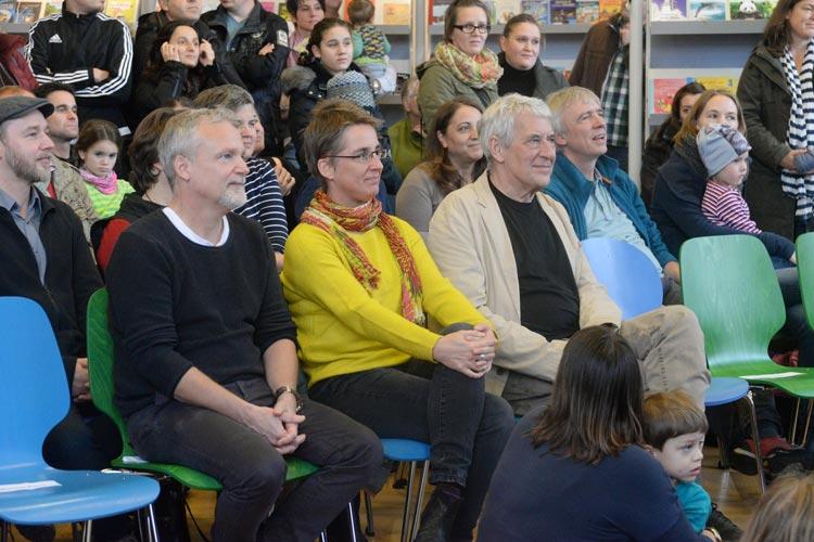 Die schwedischen Autoren Martin Widmark (links) und Ulf Nilsson (rechts) kamen zur Eröffnung nach Oldenburg.